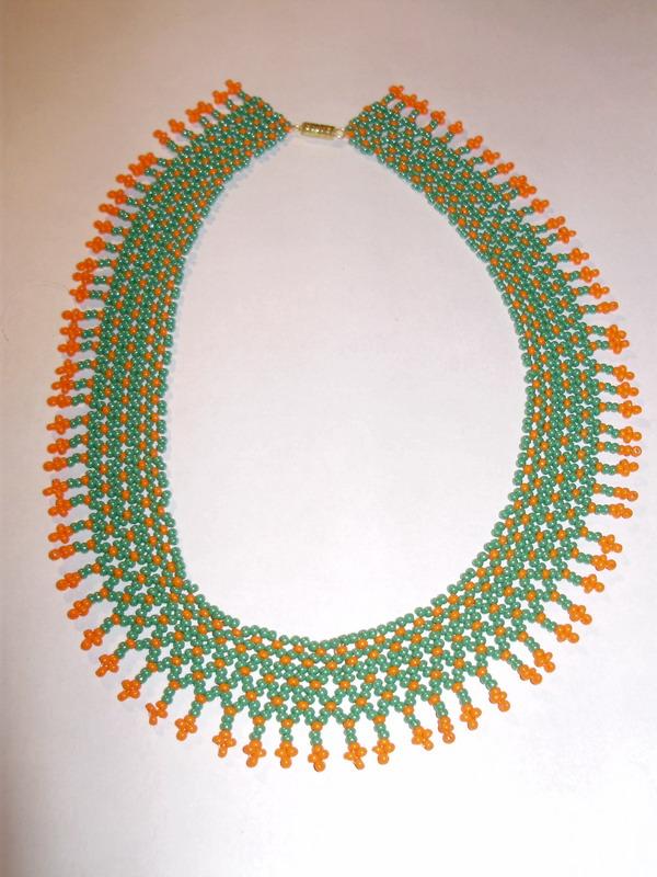 Материал: зеленый и оранжевый бисер, мононить.  От автора: мое воображение иссякло, поэтому схема книжная...